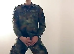 Men (Gay);Amateur (Gay);Cum Tributes (Gay);Hunks (Gay);Masturbation (Gay) Soldat - soldier