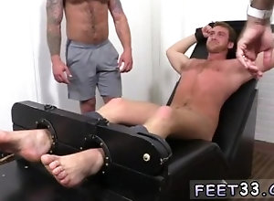 european;fetish;gay;gay-sex;gay-porn;feet;foot;toe,Euro;Gay;Feet Emo boy feet...